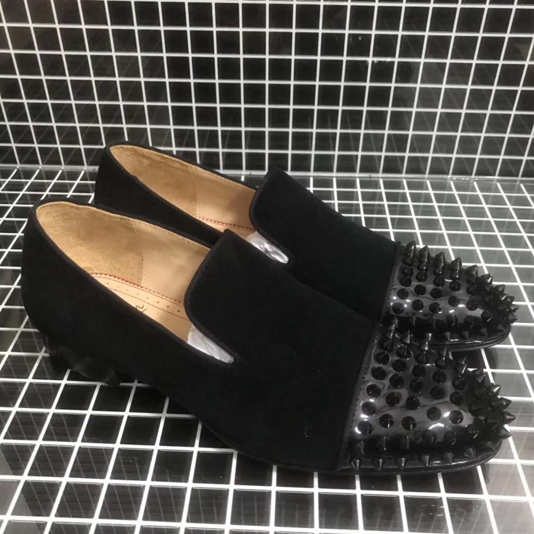 الصلبة الأسود الجلد المدبوغ الحقيقي قطع منخفضة كعب ماركة فاخرة المسامير Toecap فستان أحذية مسطحة الأحمر أسفل للرجال المسامير المتسكعون عادية
