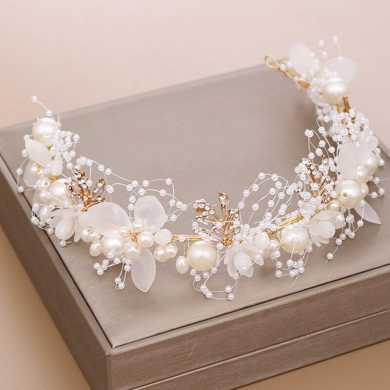 Diadema hecha a mano con flores blancas de flores, cinta con perlas, diademas de hilo para boda, diademas para desfile nupcial, diademas para mujer, joyería