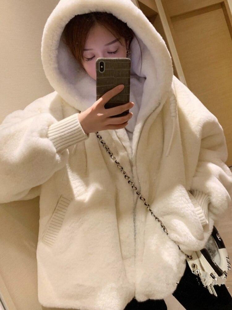 Осенне-зимняя свободная плюшевая куртка с капюшоном, большой размер, Женская Молодежная белая плюшевая куртка на молнии для студентов, кард...