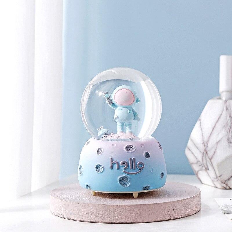 Bola de cristal astronauta estátua caixa de música floco de neve luz bola estatuetas resina artesanato arte decoração para casa natal caixa de música