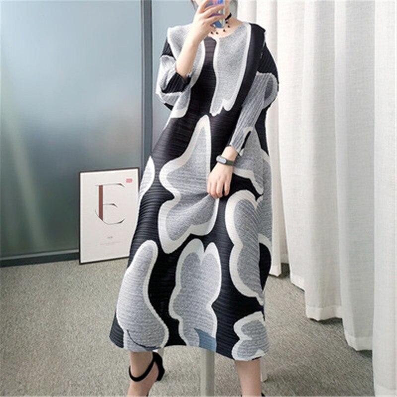 فستان نسائي بطيات من Miyake ، مطبوع بطيات أفقية ممتدة ، عصري فضفاض مقاس كبير يغطي بطن فستان مطابق للكل