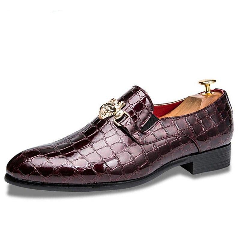 الفاخرة التمساح الحبوب حذاء رجالي الانزلاق على شقة أوكسفورد أحذية الرجال وأشار موضة عادية حذاء بتصميم مقدم القدم الأعمال أحذية الزفاف