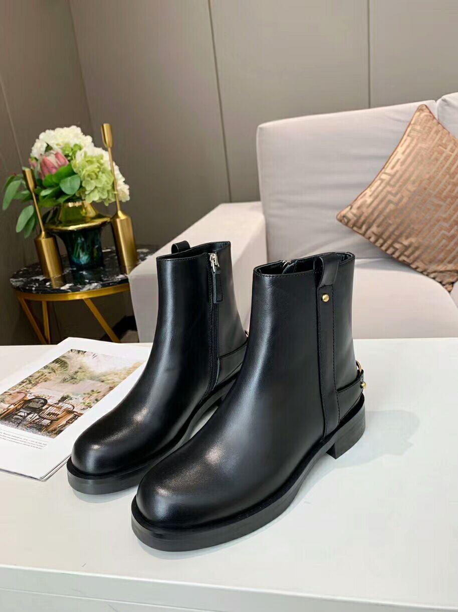 أحذية نسائية ذات علامة تجارية فاخرة ، أحذية رياضية نسائية غير رسمية ، أحذية جلدية عالية الجودة