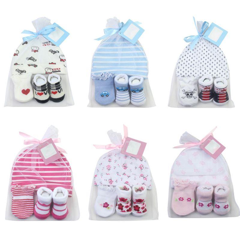 Calcetines de bebé de dibujos animados + guantes para raspar + sombrero conjunto recién nacido 100 días regalo de fiesta