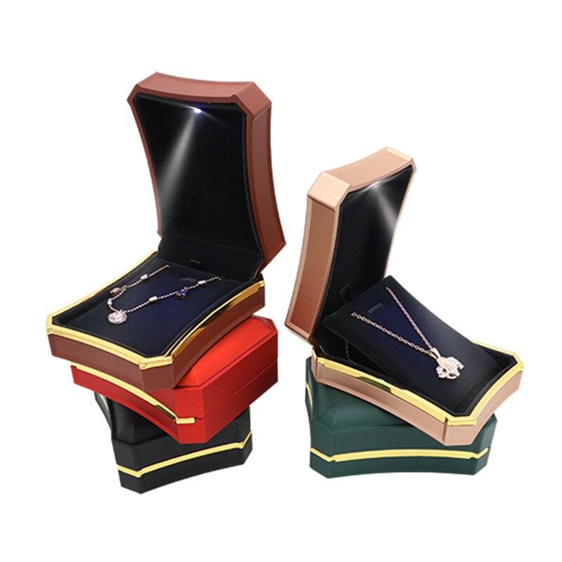 COLLAR COLGANTE de alta calidad, precio asequible, caja de exhibición de embalaje, luces LED, caja de joyería portátil pequeña de moda