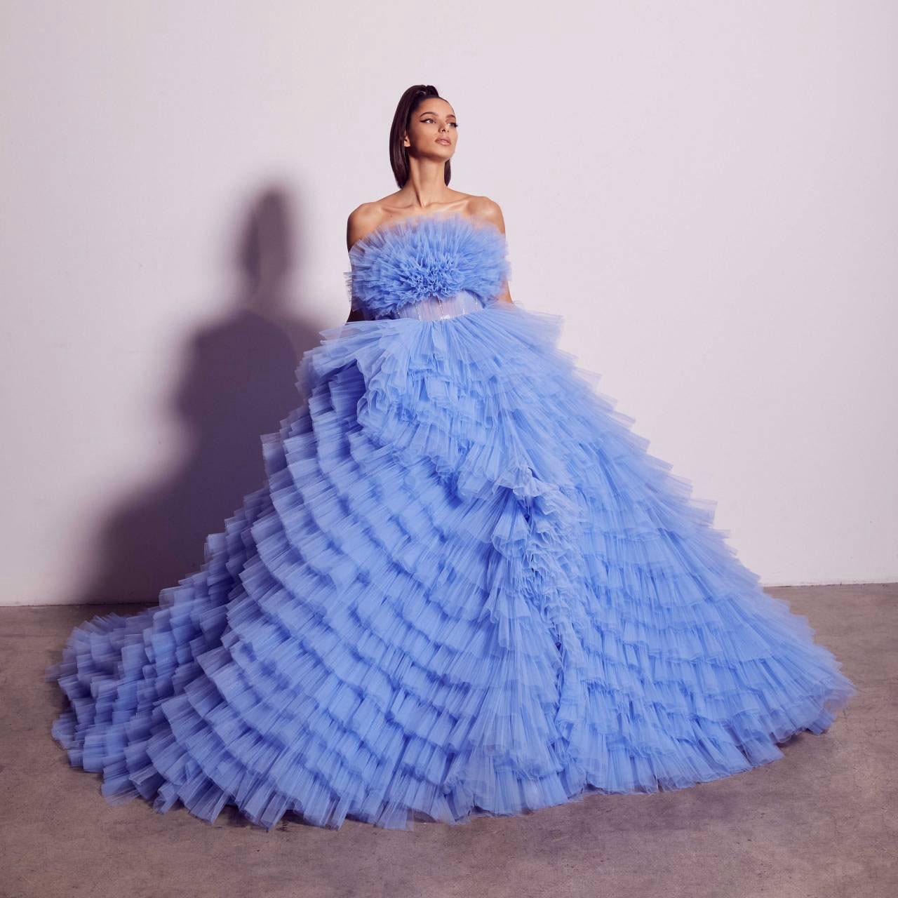 فستان سهرة أزرق أرجواني بدون حمالات من التل الخصبة فستان سهرة منفوش الطبقات مع ترتر مطرز بالخرز