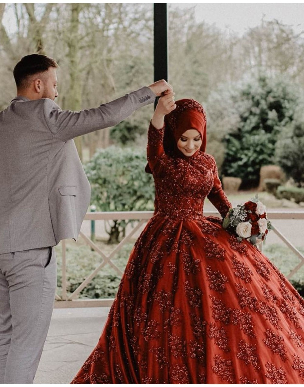 Ball Gown Abaya Muslim Wedding Dresses 2019 Luxury Beaded Lace Appliques Bride Dresses Prom Gowns
