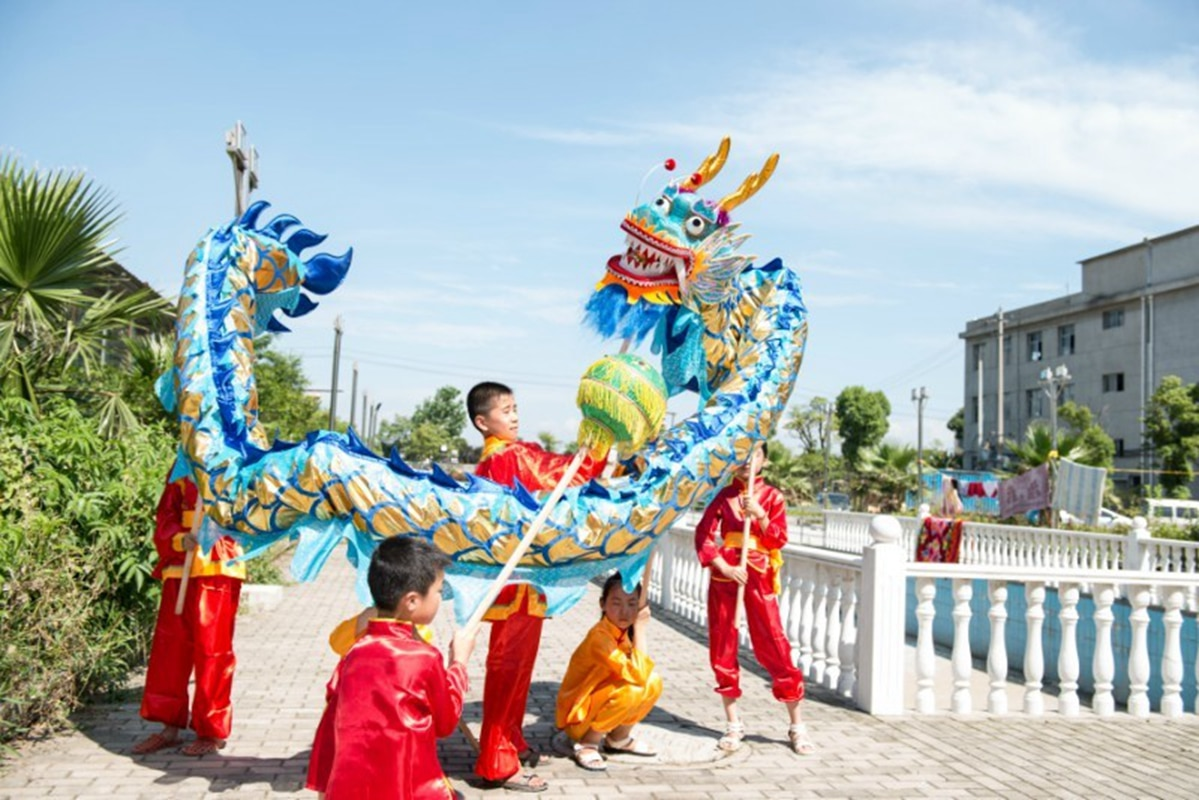 Kid Children 5.5m Golden Length Dragon Dance Costume 6 Players  Student School Halloween Party Performance Parade Folk Stage