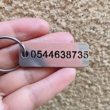 Personnalisé voiture porte-clés étiquettes gravé nom danimal de compagnie anniversaire prévenir la perte gravé numéro de téléphone en acier inoxydable porte-clés cadeau pour les hommes