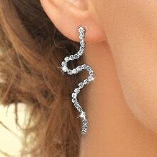 Huitan élégant en forme de serpent femmes boucles doreilles brillant cubique Zircon personnalité femme longue boucle doreille pour la fête bijoux de mode