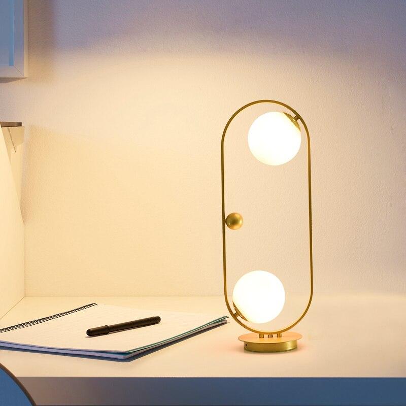 Lámpara de mesa moderna dorada y negra con pantalla de Metal, luces de escritorio para mesita de noche, lámparas simples para libros, Lámpara decorativa para lectura