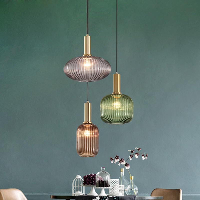 مصباح معلق زجاجي معلق ، تصميم إسكندنافي حديث ، إضاءة زخرفية داخلية ، مثالي لغرفة الطعام أو البار أو المطعم.