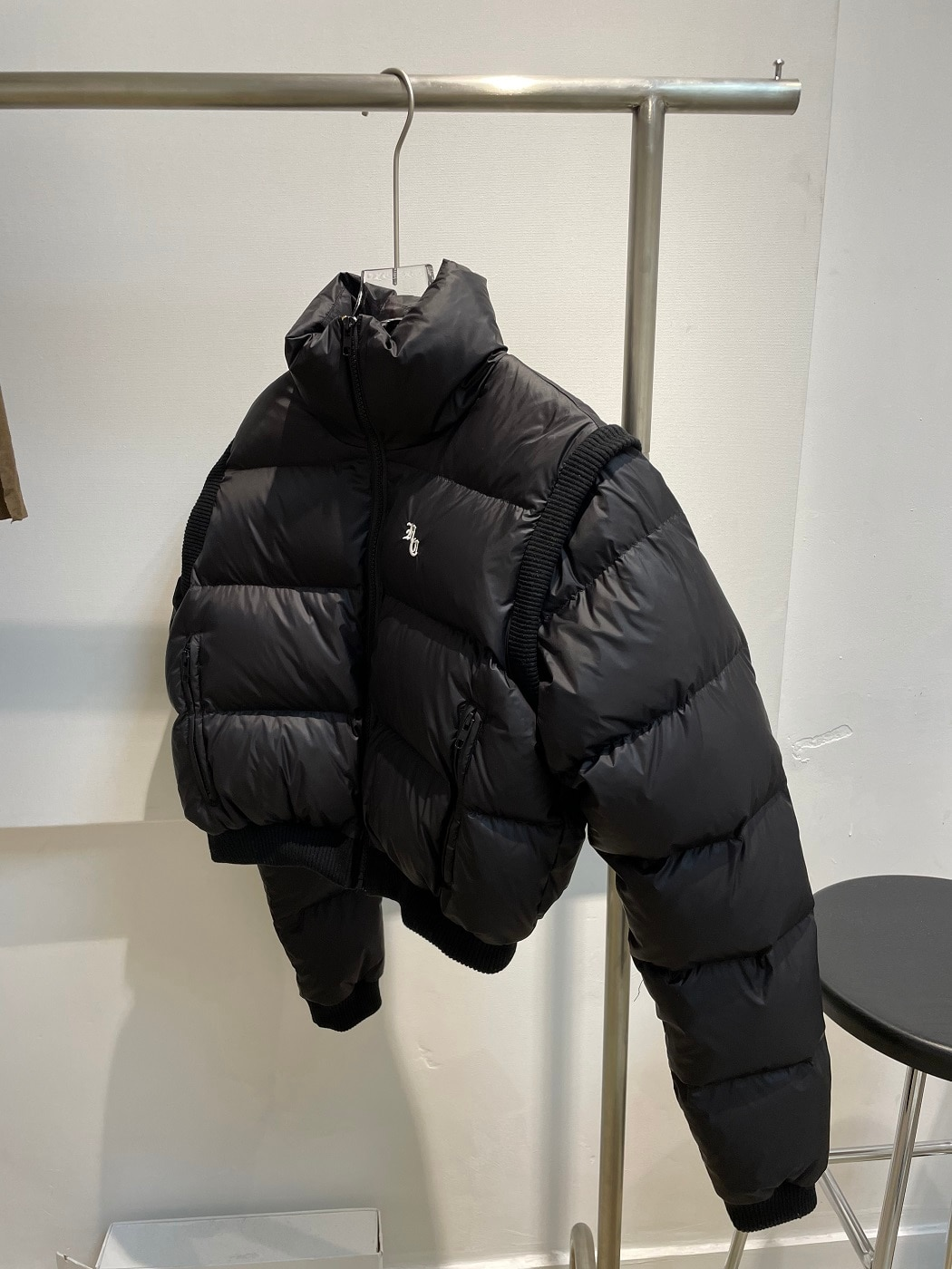 [قبل البيع *] سوبر قصيرة أسفل سترة مع الأكمام انفصال للحفاظ على الدفء ، أسود اثنين من ارتداء سترة وسترة أسفل