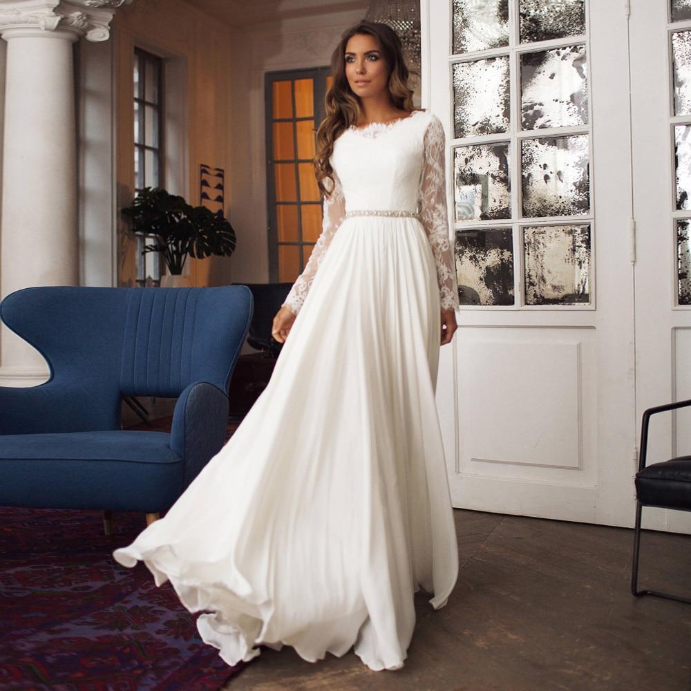 Недорогие свадебные платья а-силуэта в стиле бохо с глубоким круглым вырезом, длинными рукавами, кружевными аппликациями, бисером и поясом, ...