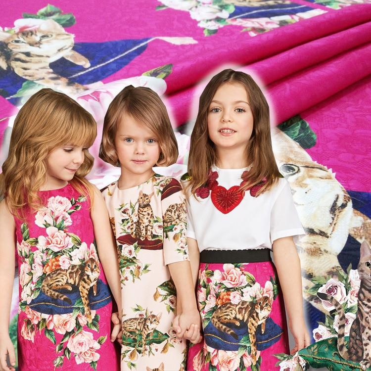Tela Jacquard otoño e invierno rosa gato rojo ropa para padres e hijos Impresión digital tela de moda versión para niños y adultos