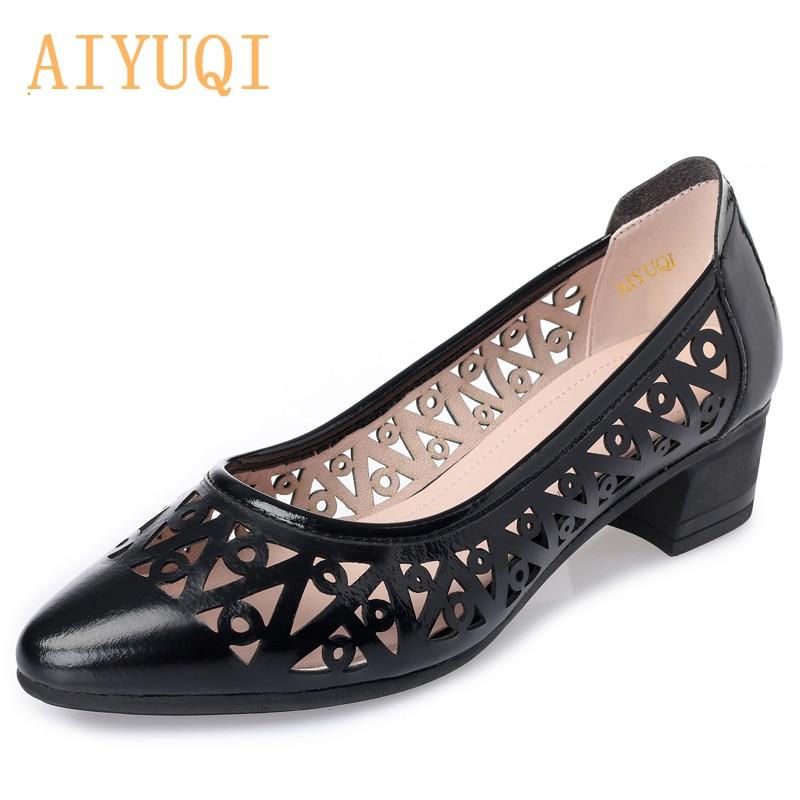 AIYUQI المرأة الصنادل الصيف 2020 وأشار موضة أحذية النساء مريحة تنفس ثقب حذاء كاجوال المرأة