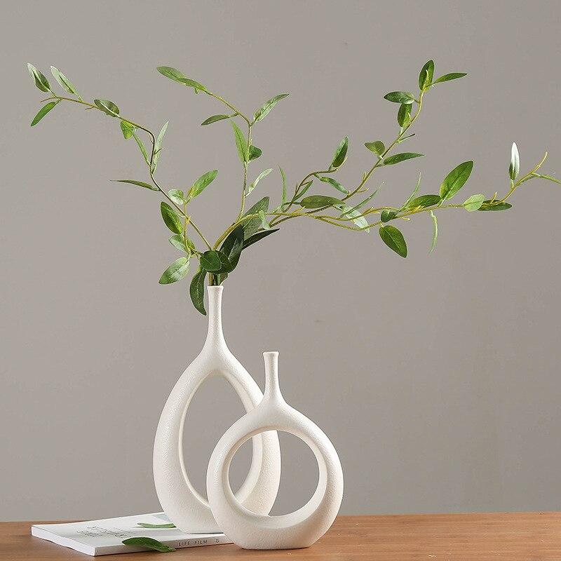 مزهرية خزفية بيضاء ، زخارف نباتية ، خزانة تلفزيون ، خزانة نبيذ ، ديكور منزلي