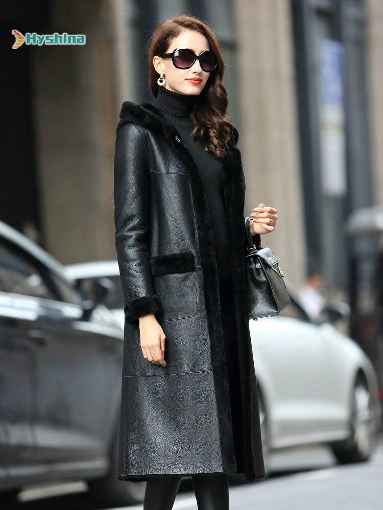 معطف شتوي فرو و فرو متوسط الطول للنساء, بغطاء للرأس من فرو الأغنام