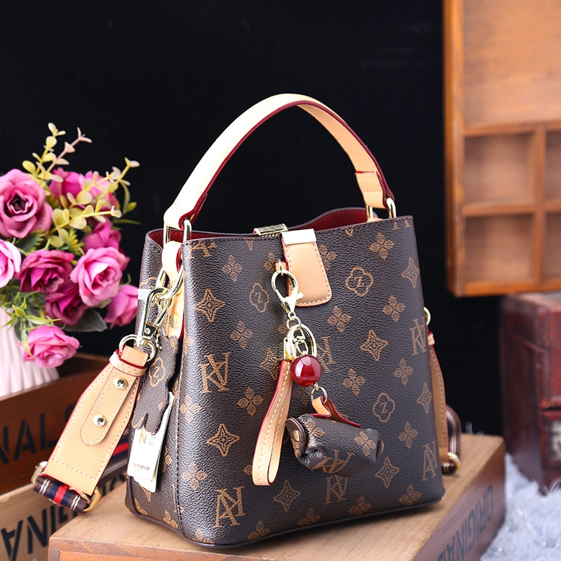 حقيبة دلو من الجلد الأصلي لعام 100% للنساء ، حقيبة يد ومحفظة للسيدات على الموضة جديدة لعام 2021 بكتف واحد ، حقائب بتصميم ساعي البريد Gg
