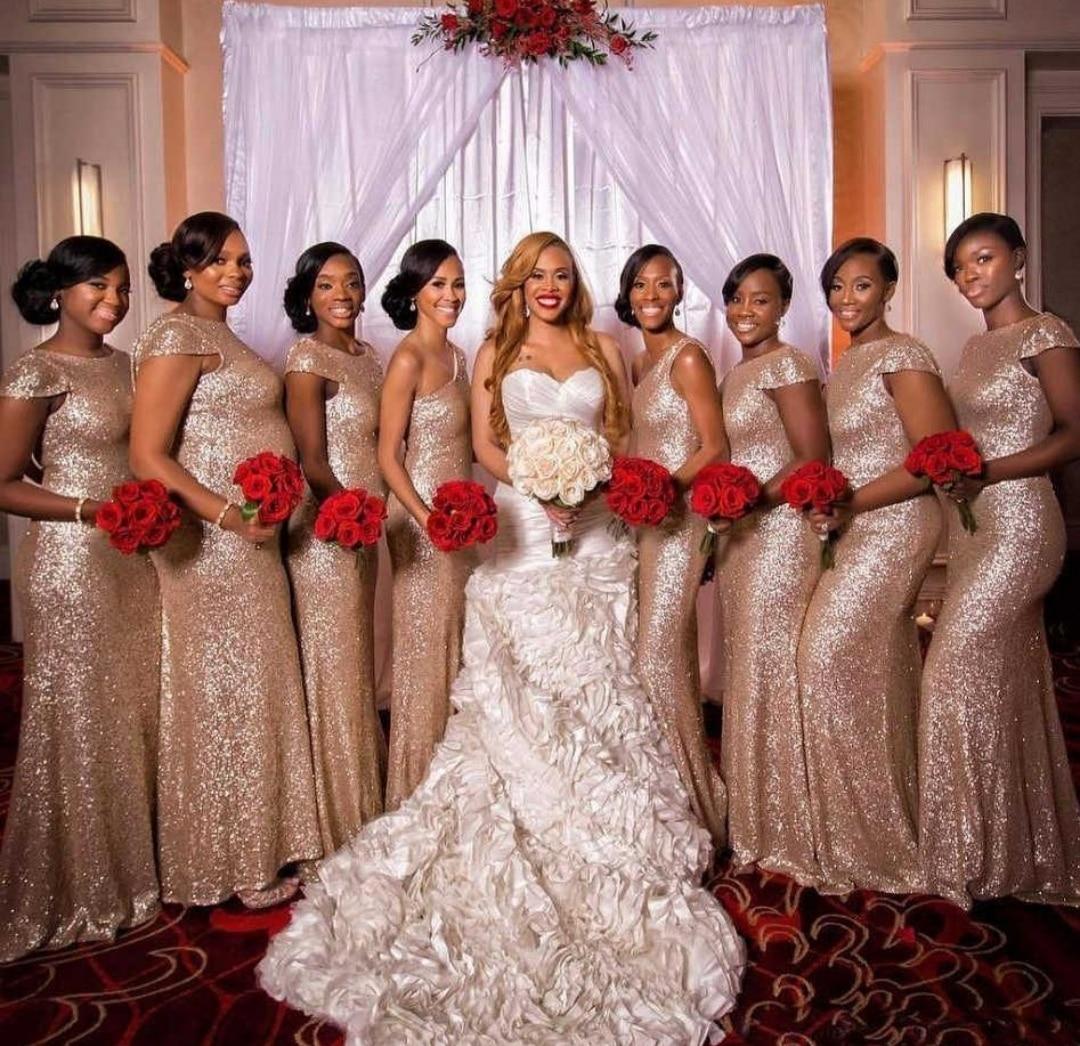 فساتين لوصيفات العروس الأنيقة حورية البحر طويلة مطرزة باللون الذهبي الوردي مخصصة مفتوحة من الخلف بطول الأرض لحفلات الزفاف الرسمية