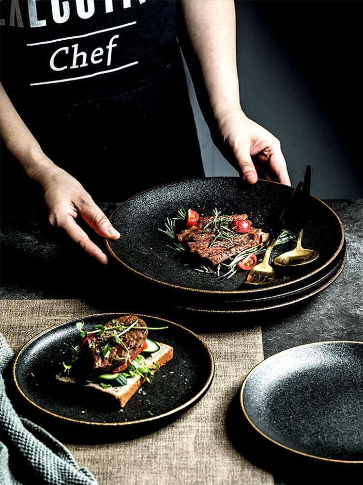 أدوات مائدة سيراميك على الطراز الاسكندنافي للمنزل ، ترصيع ذهبي ، لوحة ستيك ، طبق سوشي أسود بلوري ، ديكور ، حمالات