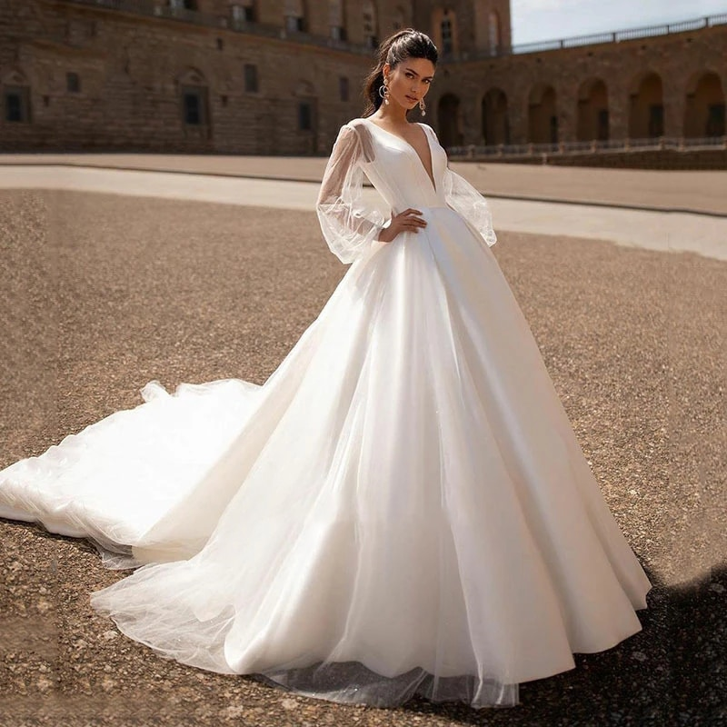 Review Lace wedding dress satin cloth atmosphere simple v-neck bridal dresses temperament long sleeve puff sleeve fluffy skirt