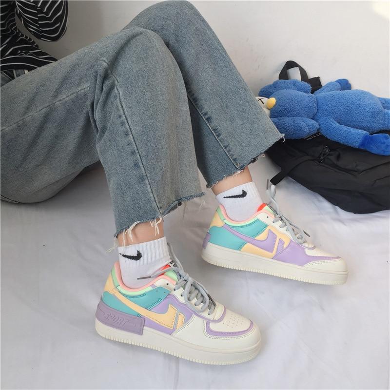 2020 جديد النساء أحذية الكورية المرأة أحذية رياضية الوردي سميكة سوليد حذاء أبيض حذاء مسطح الخريف الدانتيل متابعة الإناث أحذية مفلكنة