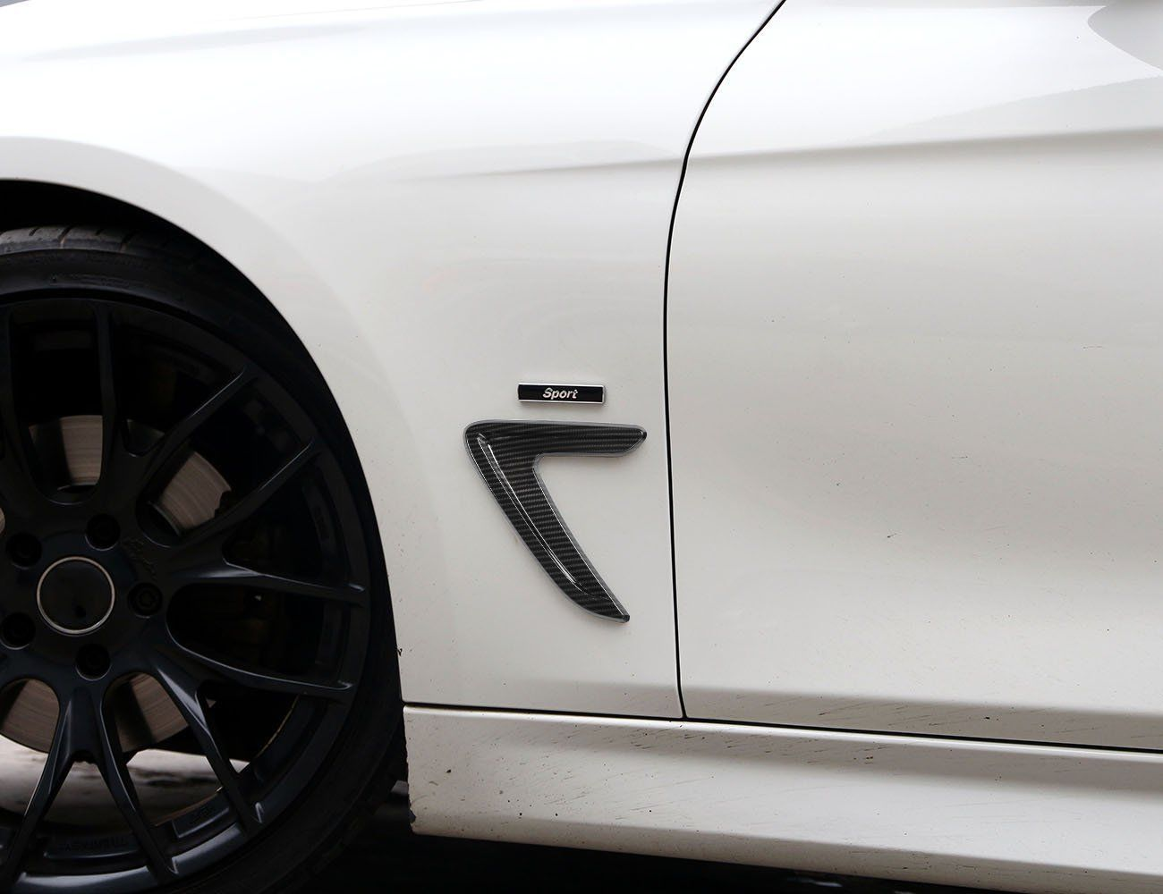 2 PCS Carbon Fiber Style Fender Vents Decorative Sticker Frame For BMW F30 F35 328I 2012-2017