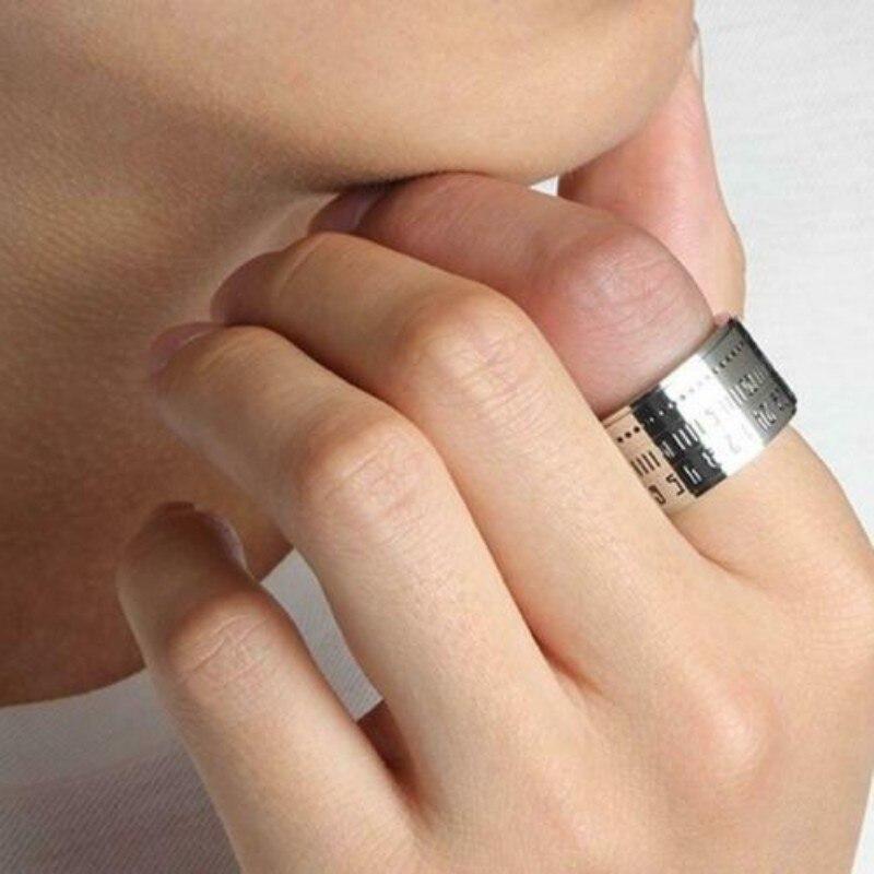 Elegante reloj Retro de rotación amplia con números, el mejor Color, exquisita joyería de acero de titanio sin anillo de decoración