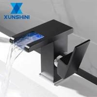 XUNSHINI LED RVB Couleur Cascade Salle De Bains Bassin Robinet Salle De Bain Mitigeur Lavabo Robinet Mitigeur Toilette Robinet Mitigeur