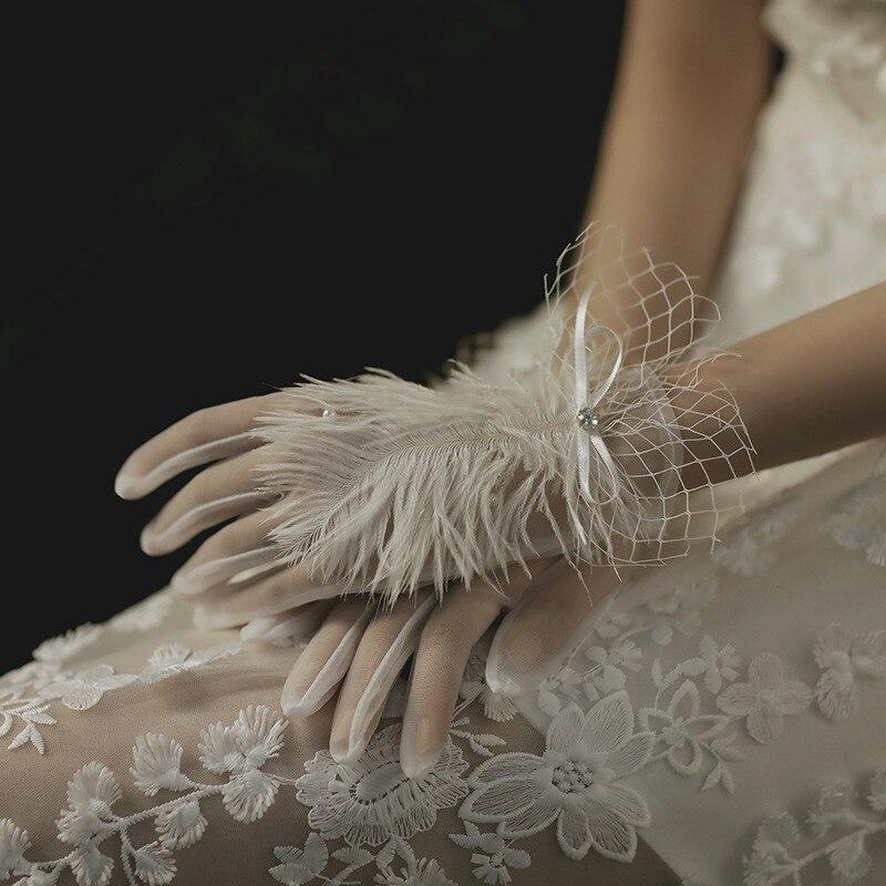 Новые Свадебные короткие перчатки из тюля с перьями для невесты осень зима свадебные фото Luva De Noiva