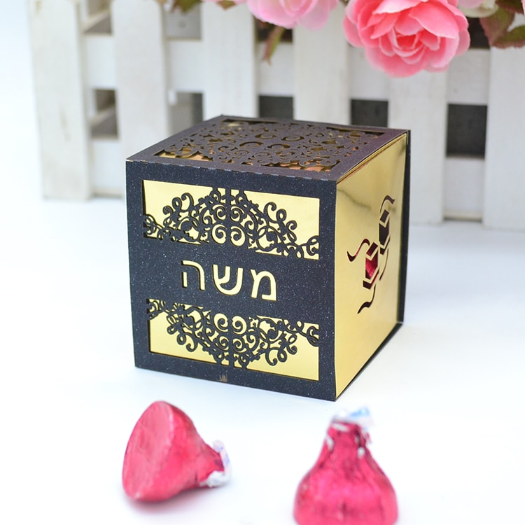 شريط اسم عبري مخصص مقطوع بالليزر ، صندوق هدايا ميتفزاه مكعب مقطوع بالليزر