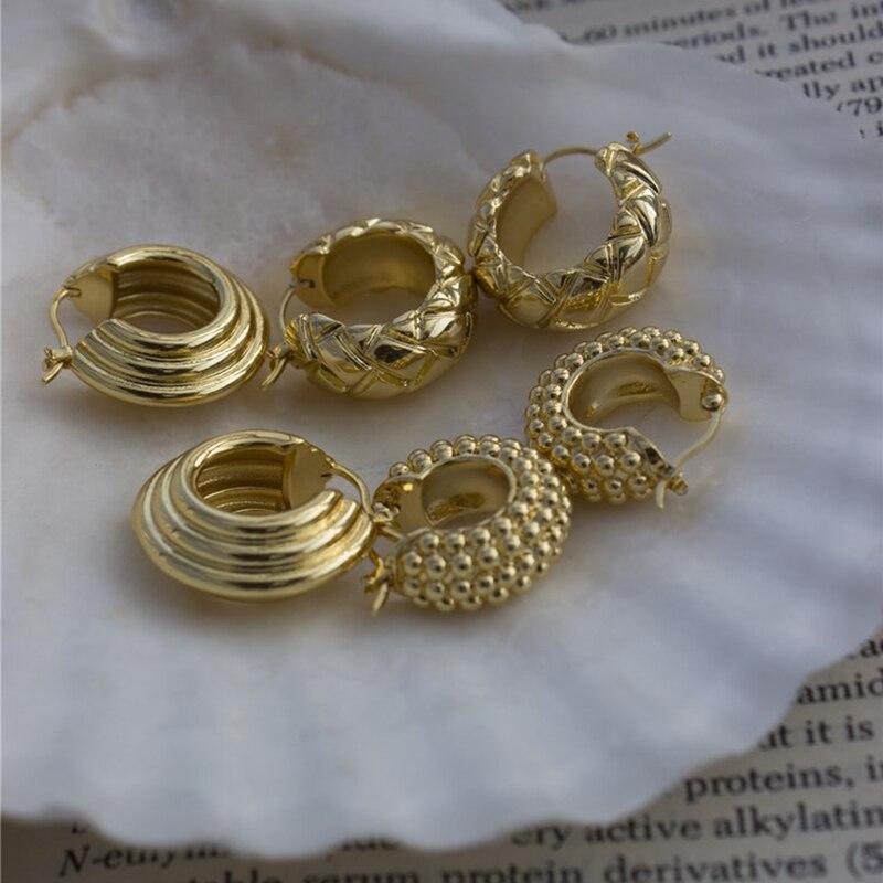Perisbox 3 diseños de hilos de textura de pendientes de oro cuentas de múltiples filas pendientes geométricos tallados rombos minimalista Huggie pendientes