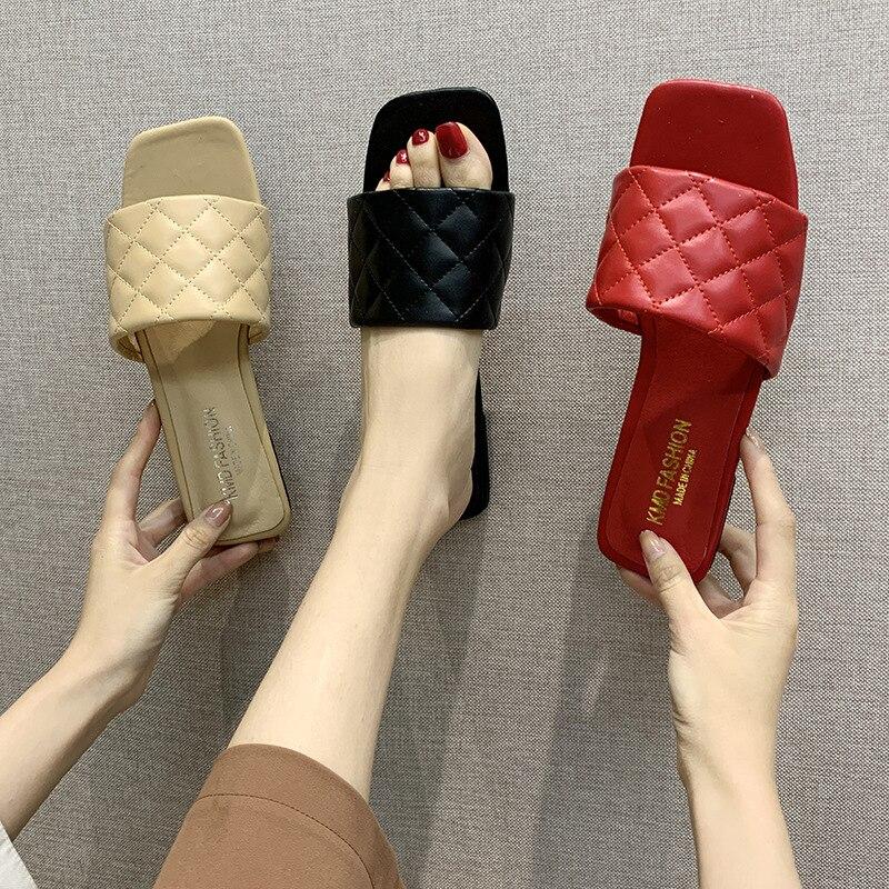 Sandálias femininas de verão, chinelos deslizantes de couro de trançado quadrado, sandálias baixas casuais, sapatos de praia, 2020