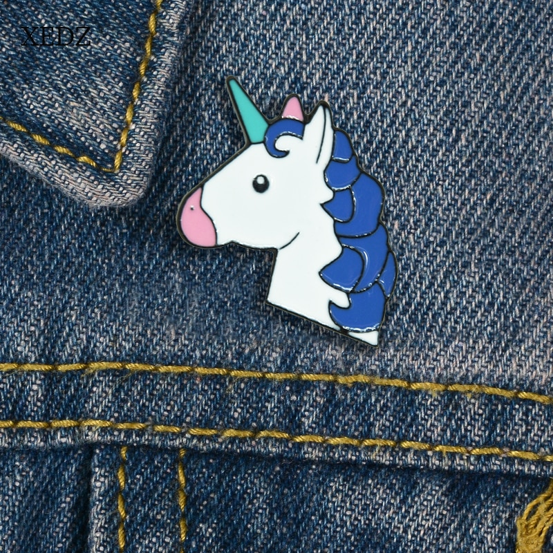 Xedz desenhos animados azul encaracolado unicórnio rosa boca branco cavalo broche bonito animal denim roupas pingente jóias presente