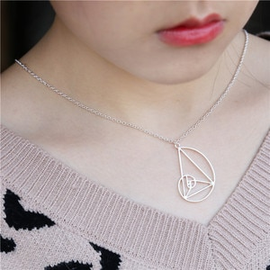 The new golden section collarbone necklace from Europe and America is a gift for my mother's girlfriend