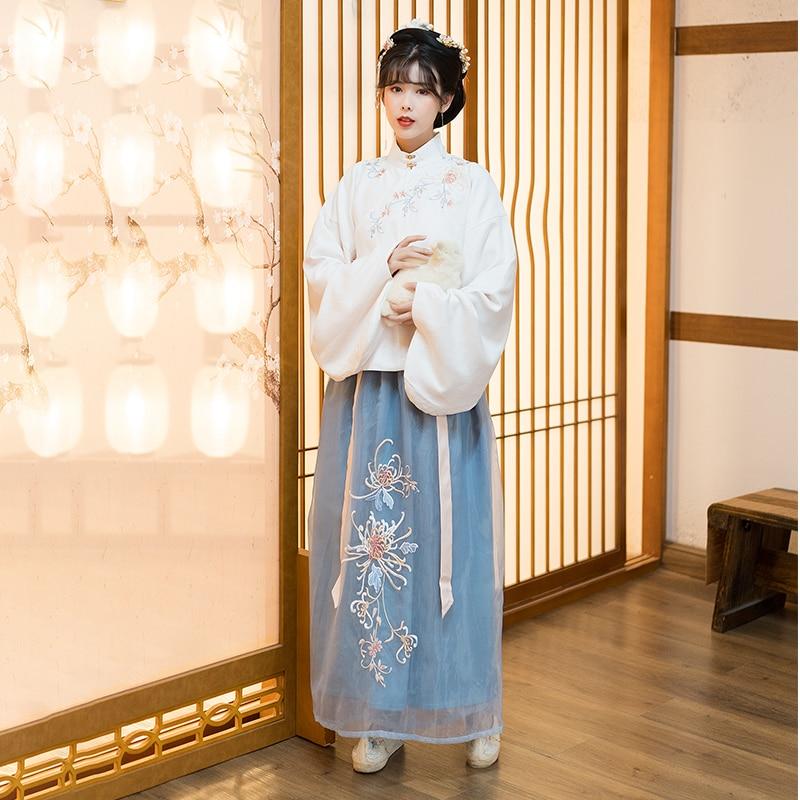 ملابس نسائية مطرزة تقليدية لأسرة مينغ لعام 2021 ، بلوزات بيضاء ، تنورة زرقاء ، نمط جديد من ملابس الرقص الكلاسيكية من Hanfu