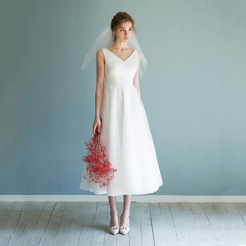 Review 2021 luxury design fashion simple and generous sleeveless dress temperament banquet dress sexy slim elegant short wedding dress