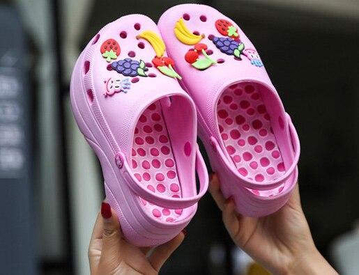 Chaussures de plage chaussures poreuses jardin femme chaussures de plage sandales gelée femme été plat talon incliné plateforme sandales femme