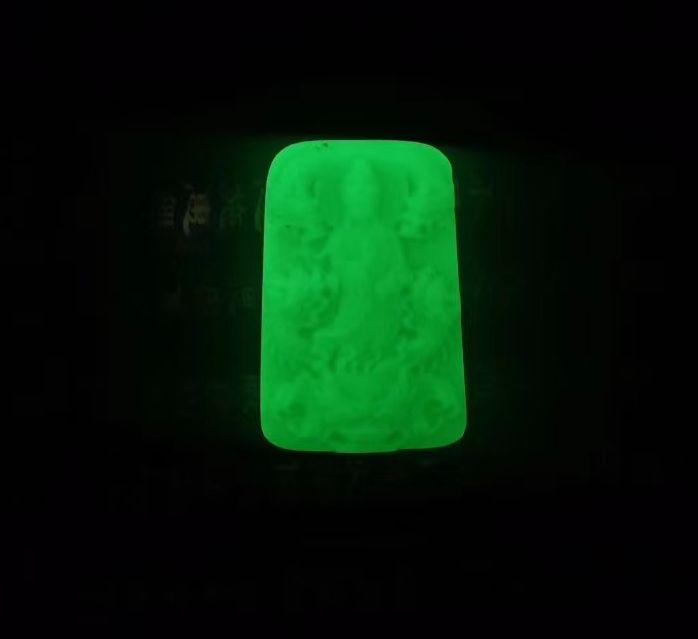 Minério raro brilhar noite Dragão Guan Yin Pingente De fluorita Gemstone Amuleto Pendurado Abençoe