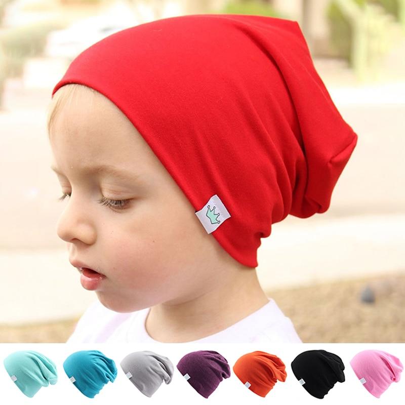 Gorros de algodón de punto sólidos bonitos a la moda para bebés recién nacidos niños orejeras de abrigo para invierno corona multicolor gorras Skullies