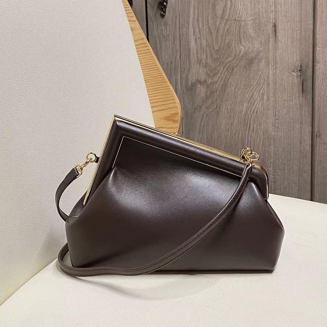 2021 الخريف والشتاء F جديد أول واحد الكتف موضة موضة سلسلة Crossbody المرأة حقيبة قفل الصيد اليد الجلود كليب حقيبة