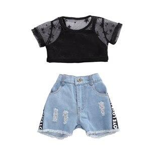 От 6 месяцев до 5 лет для маленьких девочек; Черная сетчатая футболка с короткими рукавами; Джинсовые штаны с надписью; Комплект с шортами