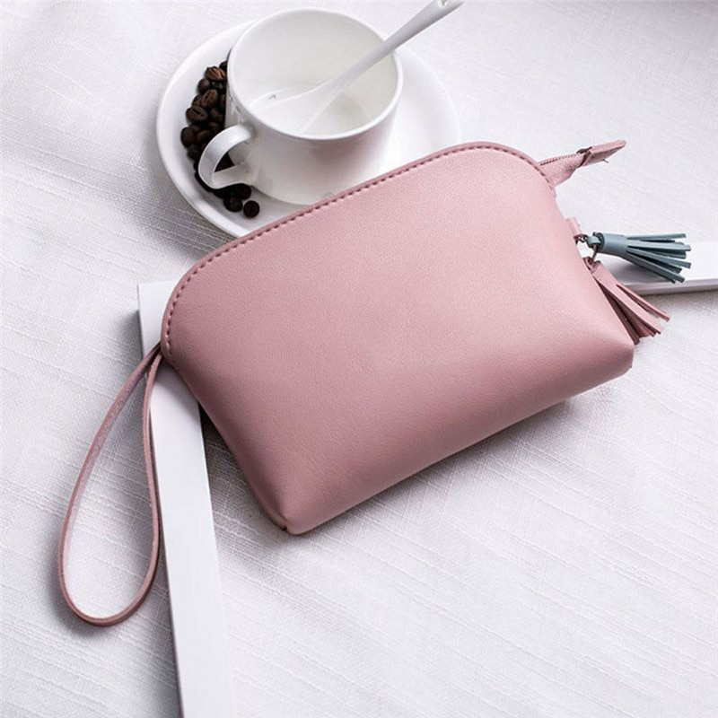Bolso de maquillaje de Material de cuero PU para mujer de tendencia de moda, bolso de hombro con decoración de borlas con forma de concha informal