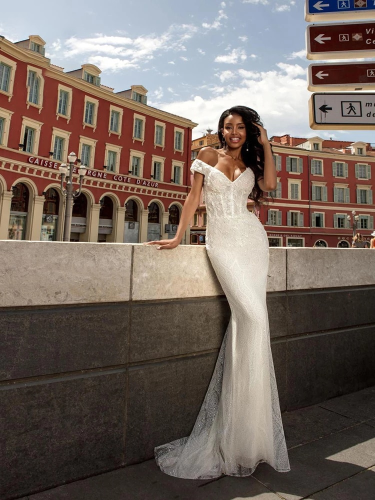 Get Wedding dress Mermaid wedding dress v-neck sleeveles  luxury retro sequins wedding gown lace tailing embroidery applique