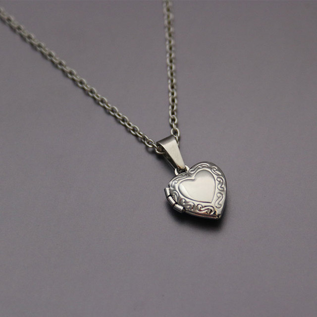 1pc Tiny Heart Photo Frame Pendant Necklace Love Heart Charms Floating Locket Necklaces Women Men Fashion Memorial Jewelry