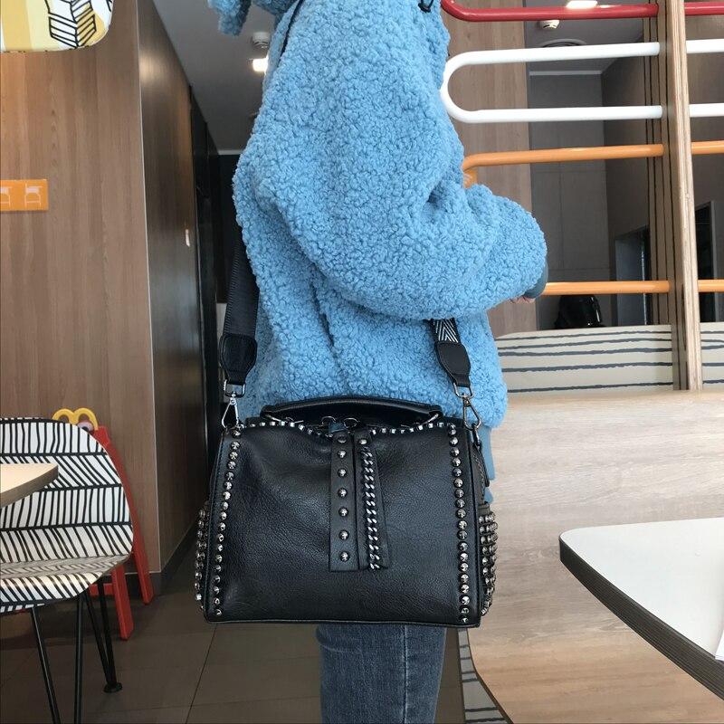 حقيبة كتف جلدية ناعمة برشام للنساء ، حقيبة كتف كورية غير رسمية ، مجموعة جديدة 2020