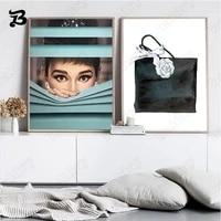 Affiches et imprimes de femmes mures elegantes  toile dart mural  peinture de fille douce et sac a main  images murales pour decoration de maison de salon