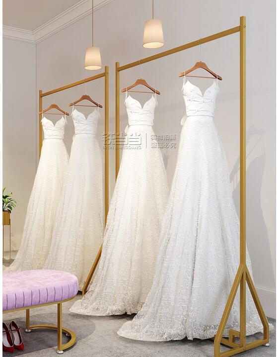 فستان الزفاف متجر عالية الجودة منصة عرض أرضية مزيج فستان الرف صور استوديو الشماعات الذهبية ملابس نسائية عرض الرف