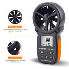 Le mètre tenu dans la main de CFM danémomètre numérique de BT-866A avec lusb relient le débitmètre dair